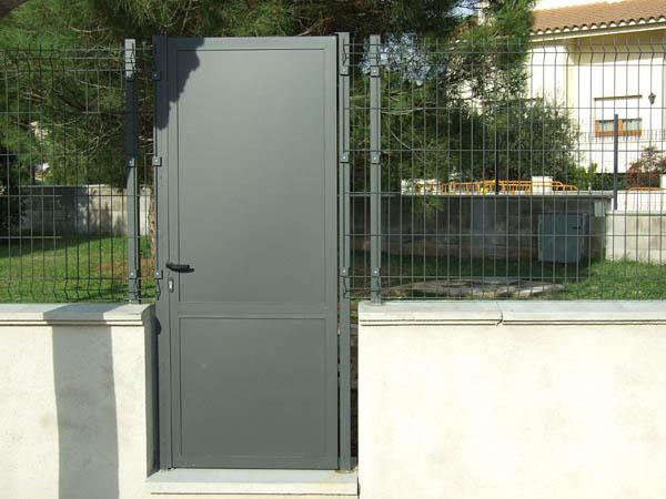 Tanques xandri for Puertas de chapa para exterior